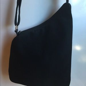 HOBO INTERNATIONAL NYLON COTH BLACK CROSS BAG